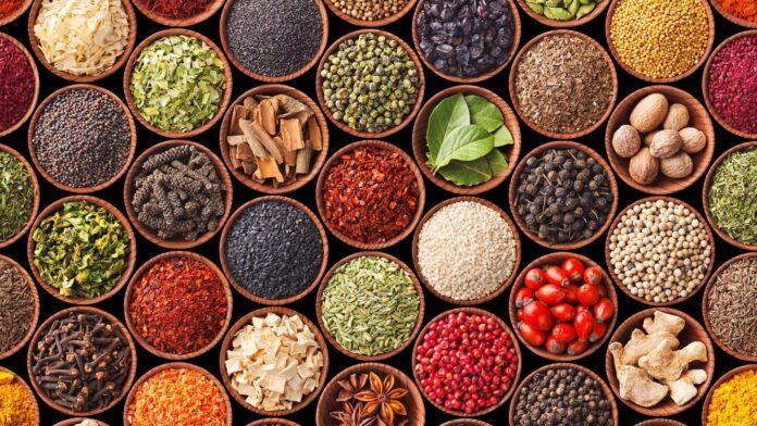 Диетолог назвал «правильные» продукты, сжигающие жир