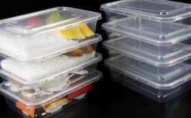 Микробы и плесень: предупреждение о готовых салатах в упаковках