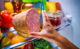 Медики поделились, как можно справиться с перееданием в холодное время года