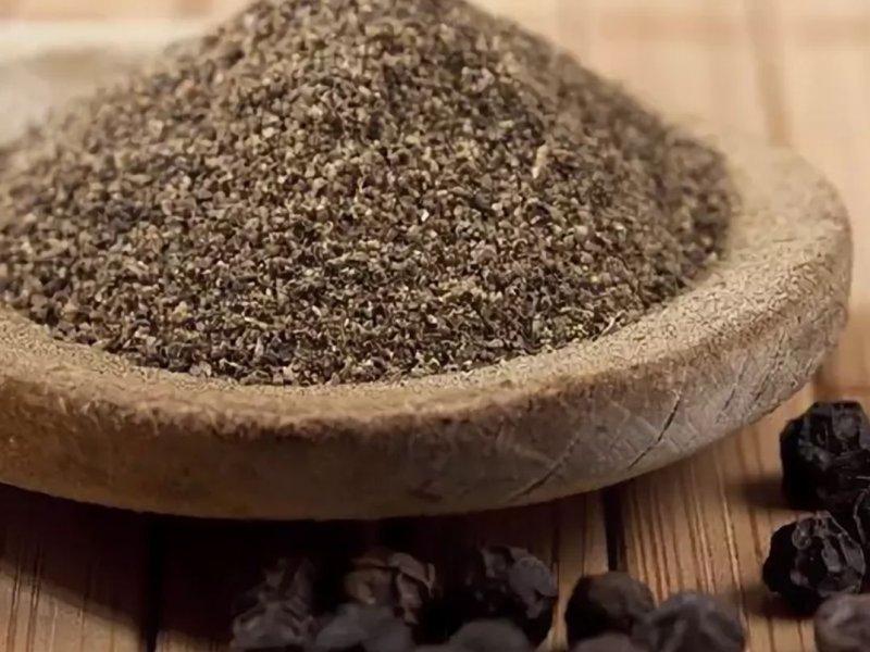 Черный перец помогает нейтрализовать вред от жирной пищи