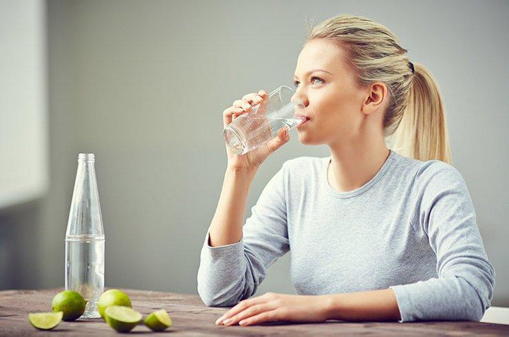 Как заставить себе выпить 2 литра воды в день? 7 лайфхаков