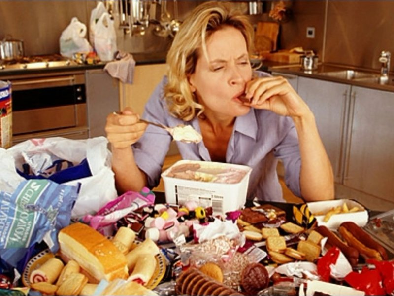 Невозможно оторваться: эксперты рассказали о добавках, которые повышают аппетит