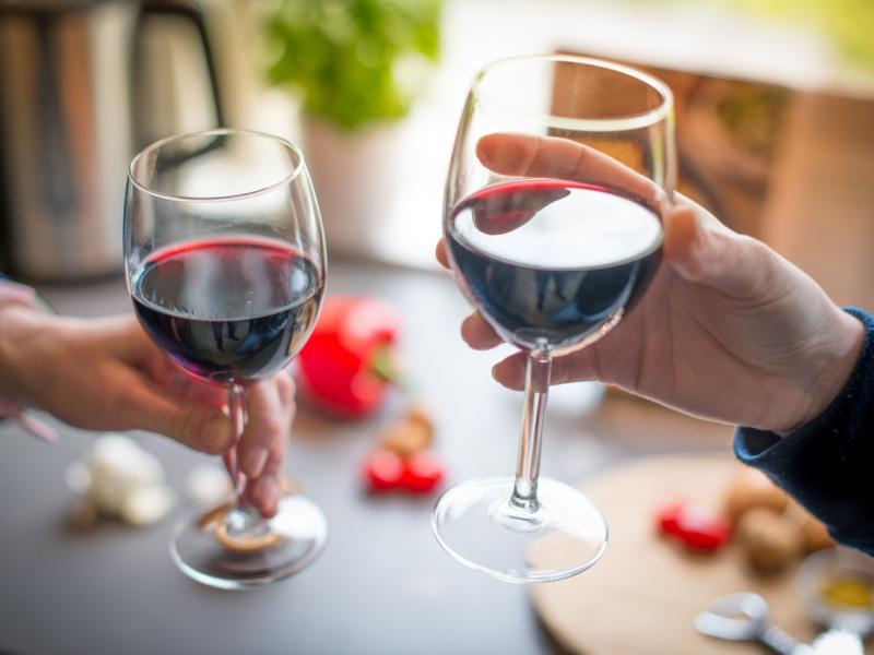 Исследование: красное вино улучшает работу кишечника