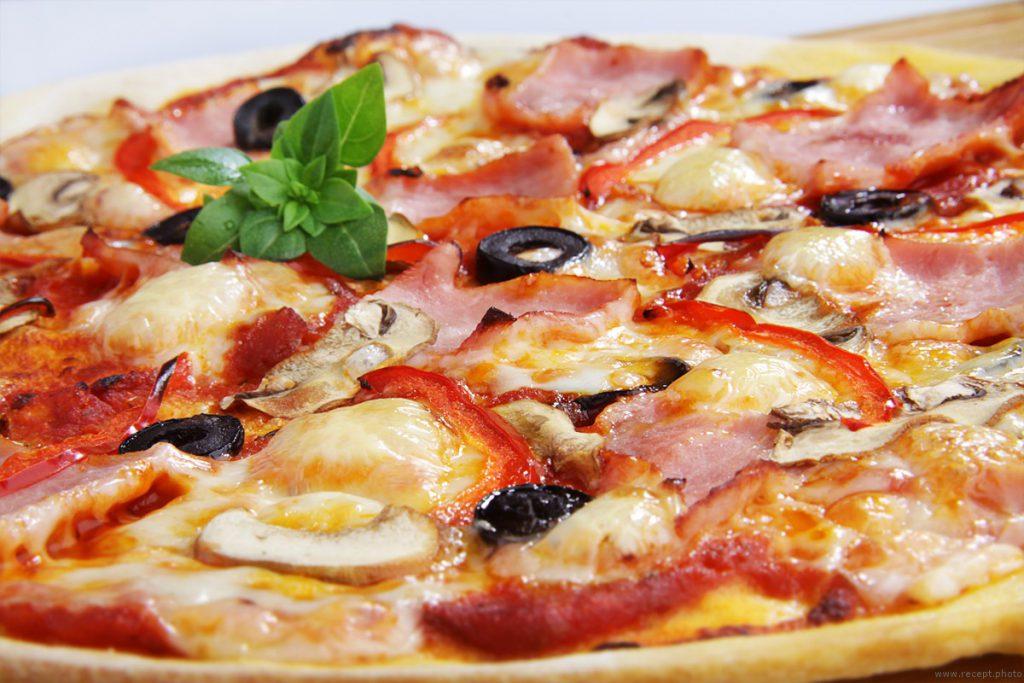 Как готовить пиццу «Ветчина Салями» самому