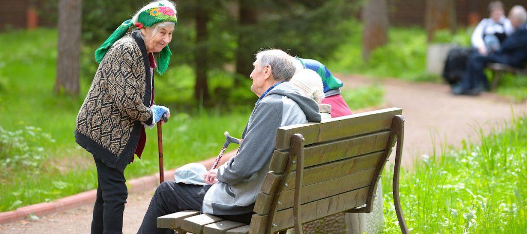 Забота и помощь пожилым людям