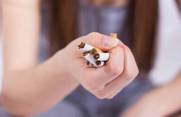 Медики выяснили, как курение связано с язвой, диабетом и шизофренией