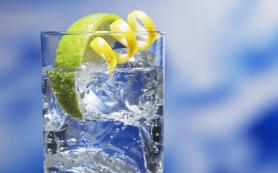 Онколог Смирнова рекомендует пить воду для здоровья кишечника