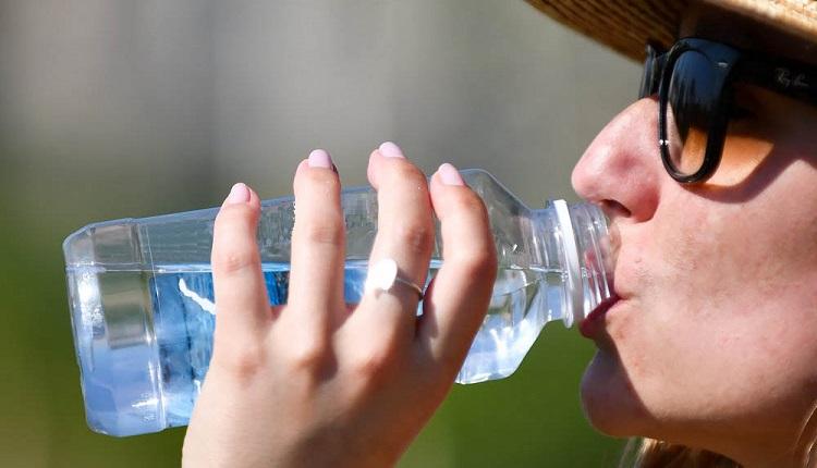 Врачи рассказали об опасности тошноты в жару