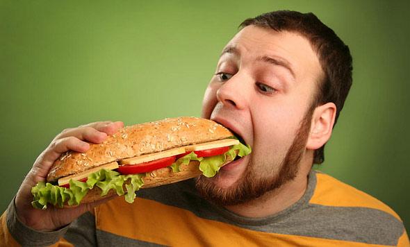 3 вредные привычки, которые могут вызывать изжогу