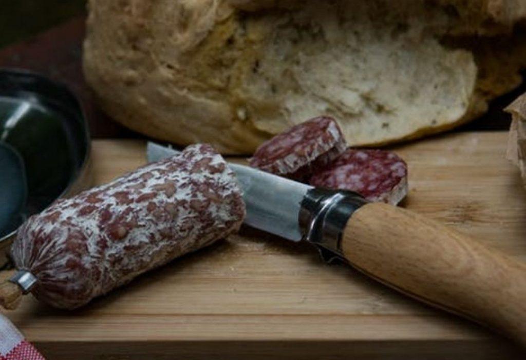 Может ли колбаса быть смертельно опасной? Объясняет врач гастроэнтеролог