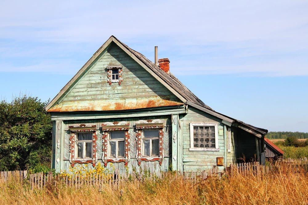 Какие дома в деревне самые дешевые?