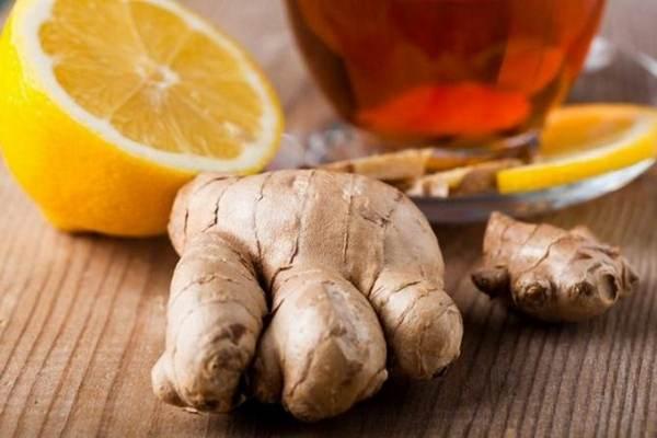 Помощь при изжоге: простой рецепт освежающего напитка из имбиря, меда и лимонного сока
