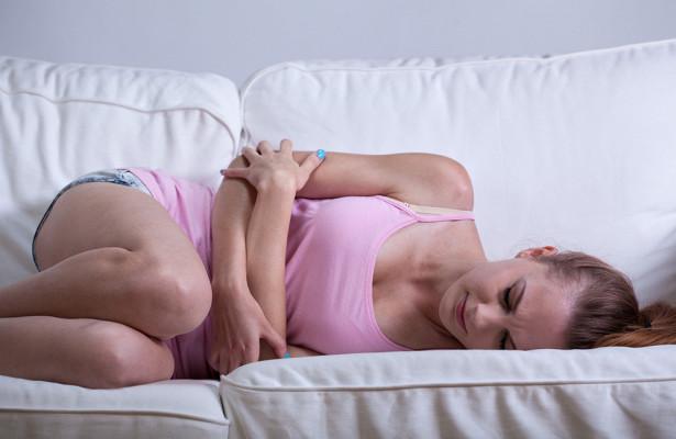 От каких продуктов нужно отказаться, чтоб не усугублять боль в животе