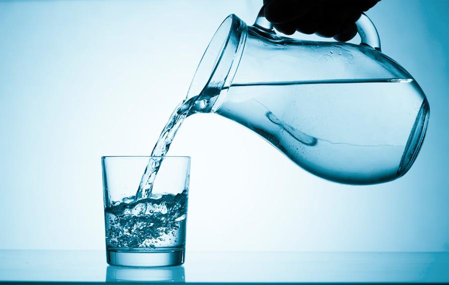 Названы привычные напитки, «убивающие» желудок