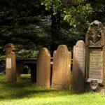 Что представляет собой надгробие?