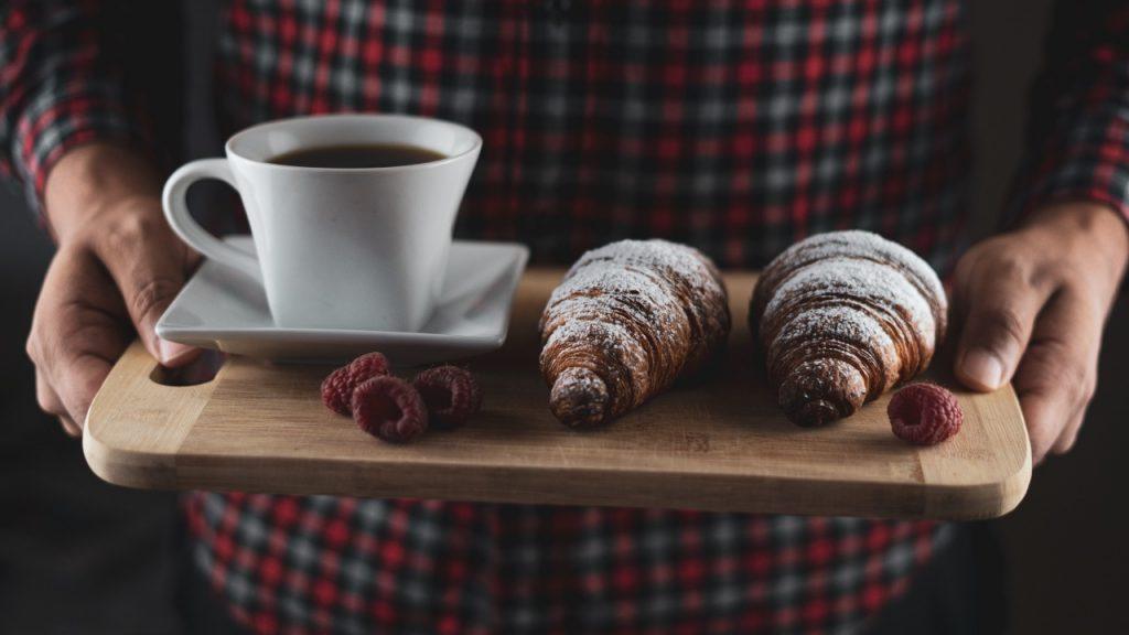 Диетологи рассказал о вреде кофе на голодный желудок