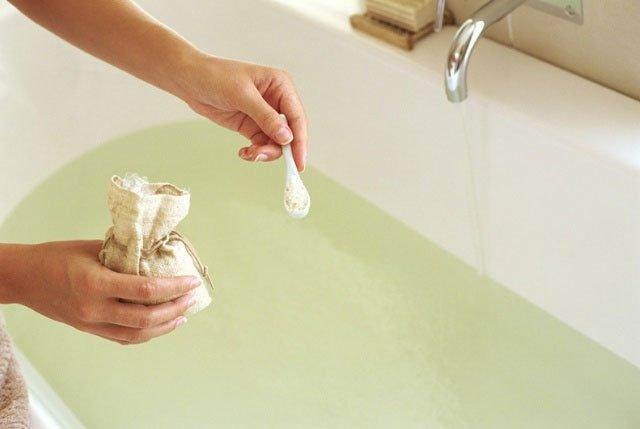 Сидячие ванны при геморрое: 6 проверенных временем рецептов
