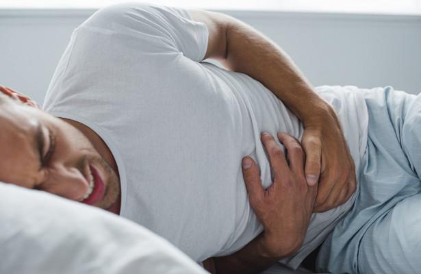 Перхоть назвали симптомом заболевания печени