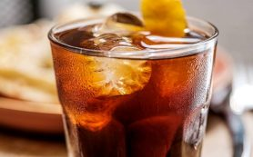 Диетолог Пинкус назвала три напитка, повреждающих кишечник