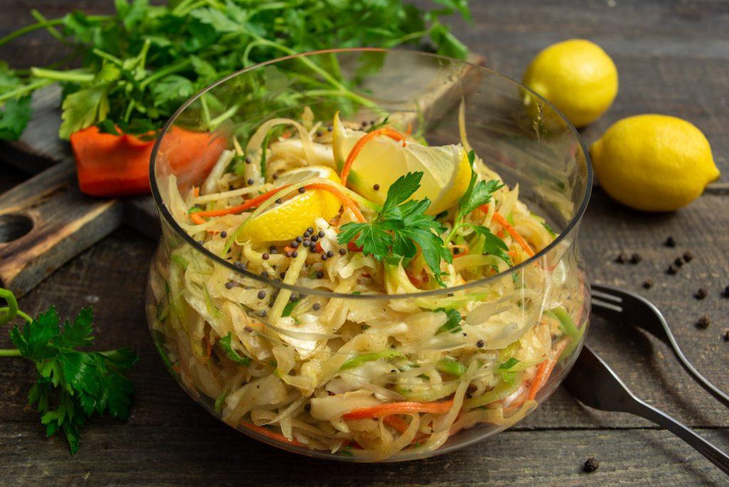 Как очистить кишечник: простой рецепт детокс-салата